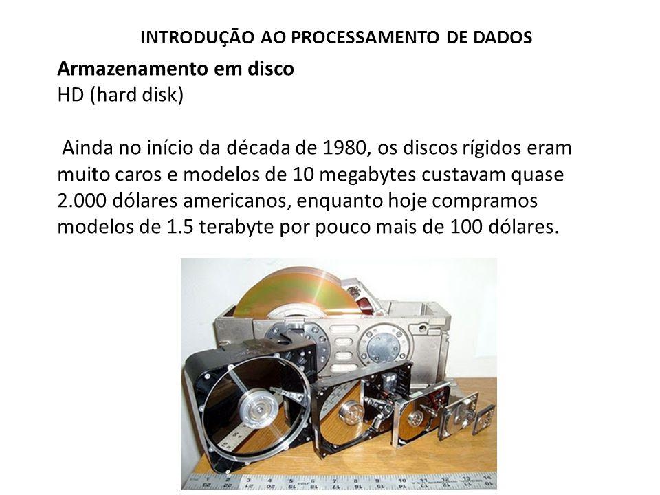 Armazenamento em disco HD (hard disk) Ainda no início da década de 1980, os discos rígidos eram muito caros e modelos de 10 megabytes custavam quase 2