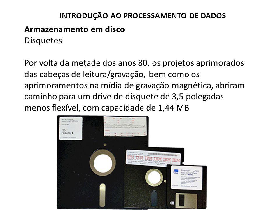 Armazenamento em disco Zip Drive Introduzido em 1994, o Zip Drive possuía o tamanho de um disquete de 3,5 polegadas, embora fosse mais robusto, e originalmente, tinha capacidade de armazenar 100 Mb.
