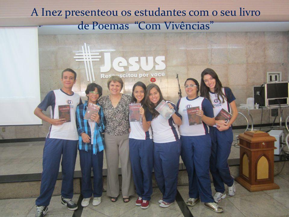 """A Inez presenteou os estudantes com o seu livro de Poemas """"Com Vivências"""""""