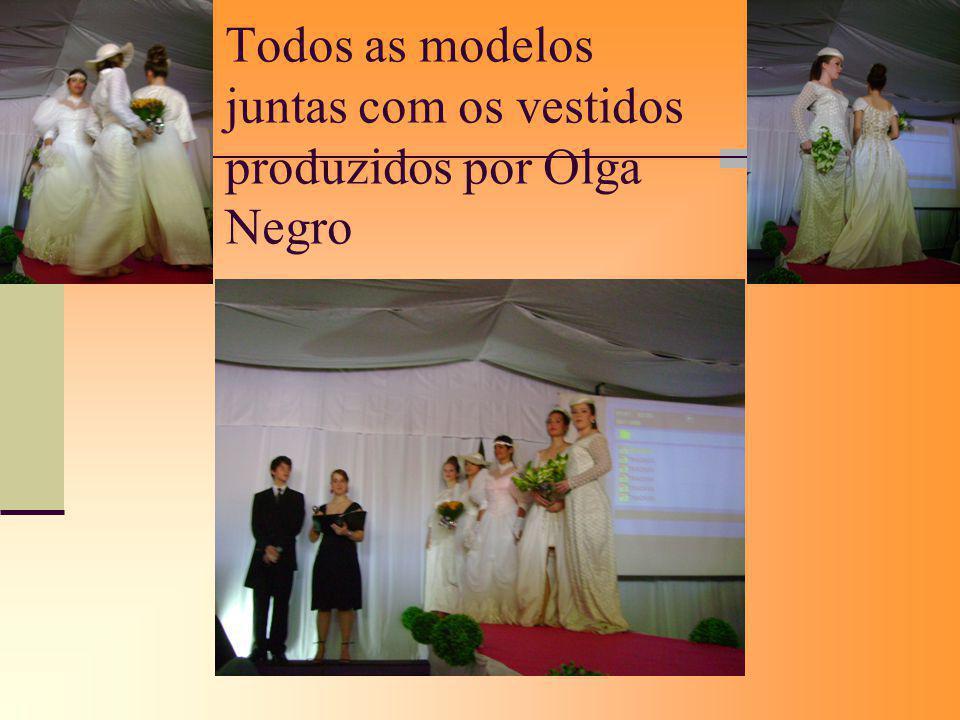 Todos as modelos juntas com os vestidos produzidos por Olga Negro