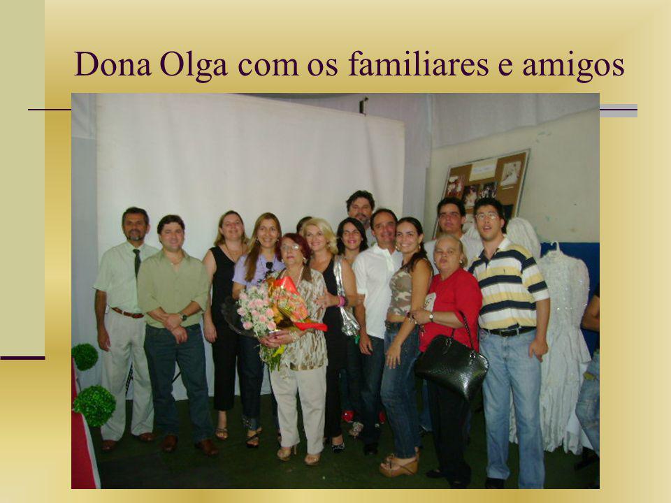 Dona Olga com os familiares e amigos