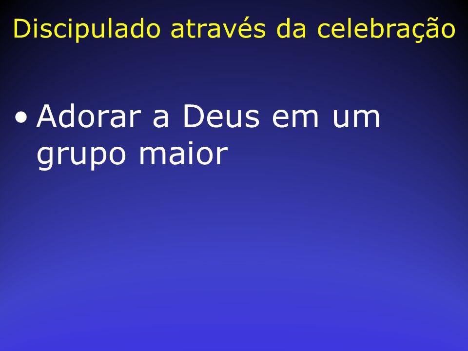 Adorar a Deus em um grupo maior Discipulado através da celebração