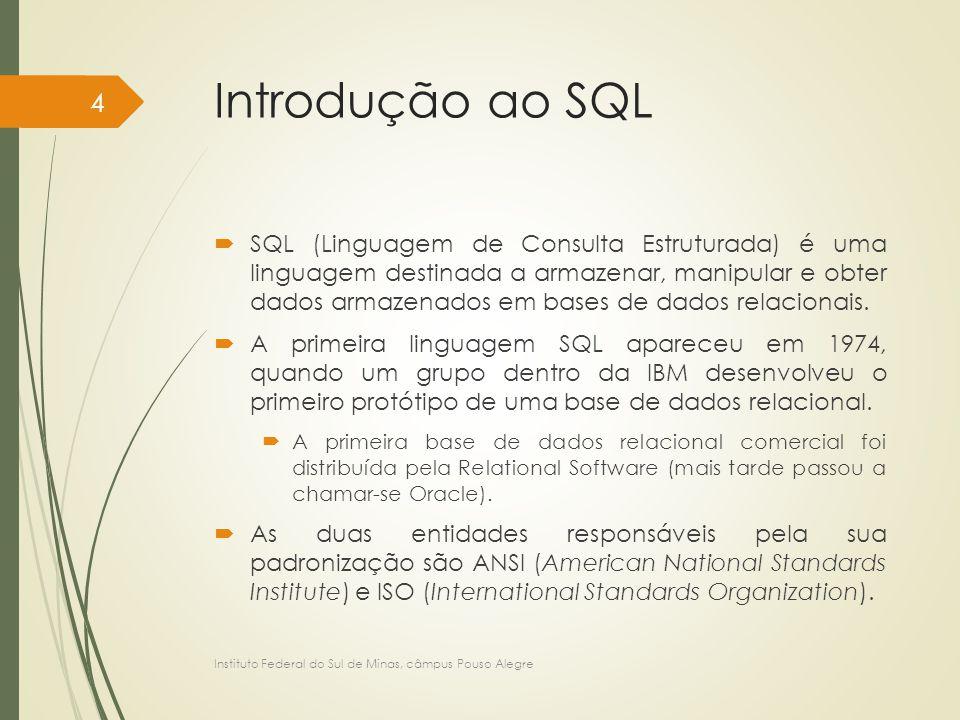 Introdução ao SQL  Embora a tradução do nome SQL seja linguagem de consulta , essa linguagem possui vários recursos, além da consulta a uma base de dados, como por exemplo, meios para a definição da estrutura de dados, para modificação, para inserção, para exclusão de dados, para especificação de restrições de segurança, etc.