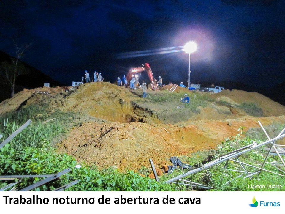 Trabalho noturno de abertura de cava Clayton Duarte