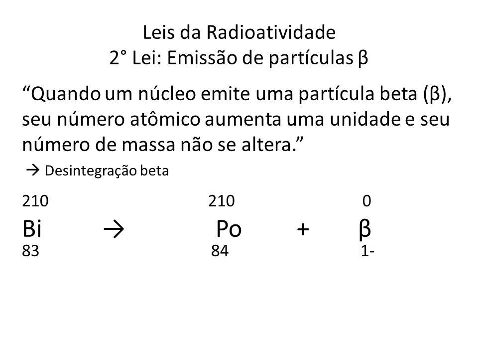 """Leis da Radioatividade 2° Lei: Emissão de partículas β """"Quando um núcleo emite uma partícula beta (β), seu número atômico aumenta uma unidade e seu nú"""