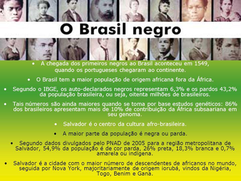 A chegada dos primeiros negros ao Brasil aconteceu em 1549, quando os portugueses chegaram ao continente.
