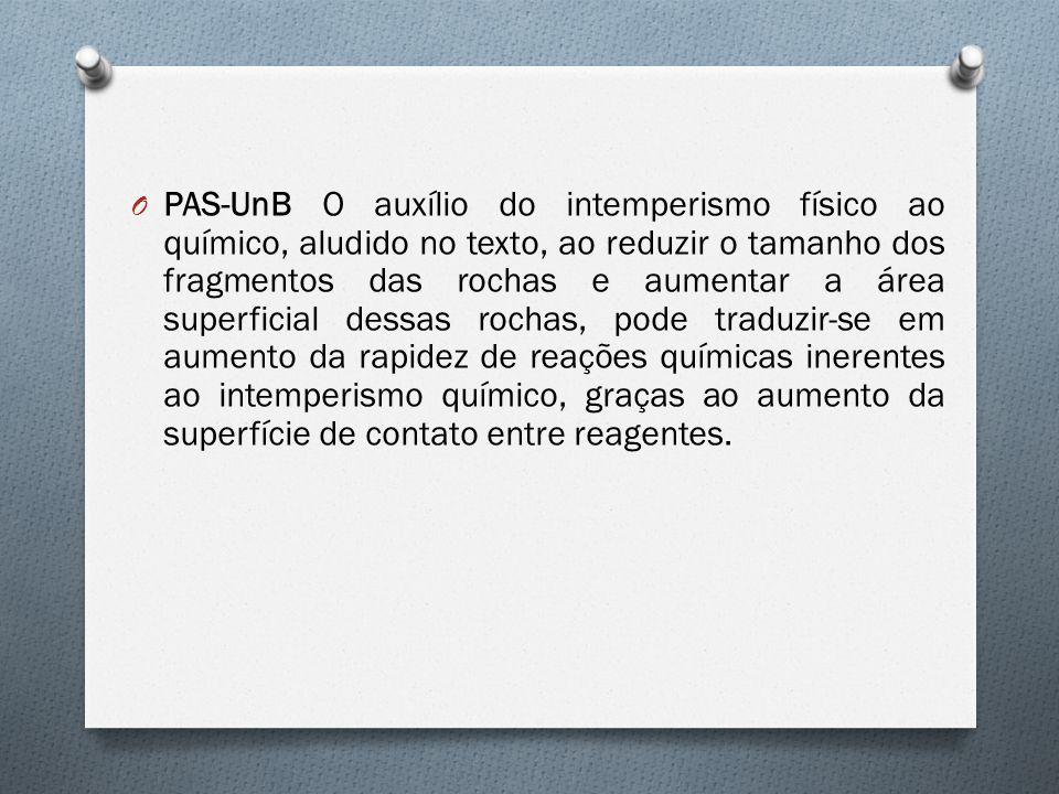 O PAS-UnB O auxílio do intemperismo físico ao químico, aludido no texto, ao reduzir o tamanho dos fragmentos das rochas e aumentar a área superficial