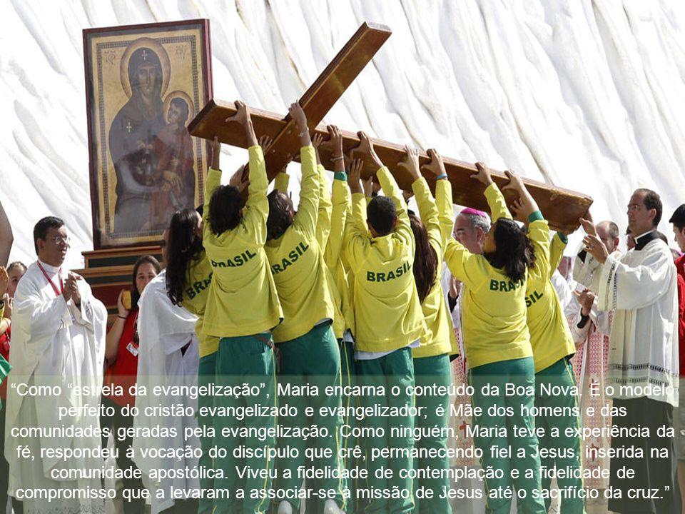 """""""O Papa confiou aos cuidados da Virgem Maria, que de Jesus Crucificado recebeu a nova missão de ser Mãe de todos aqueles que querem crer Nele e segui-"""