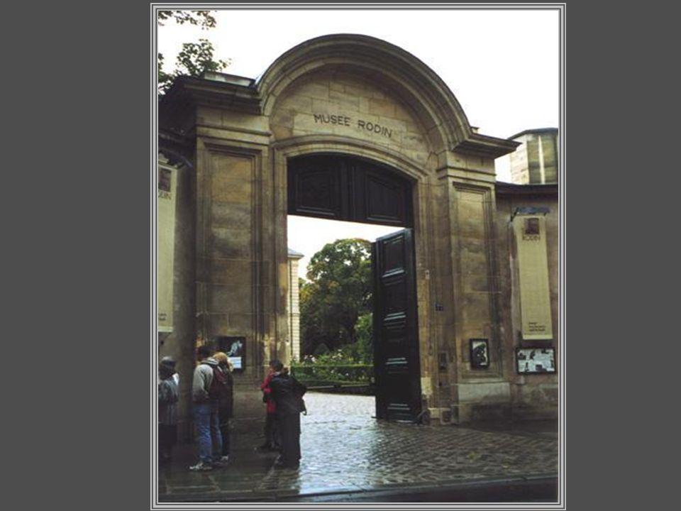 O Museu Rodin de Paris está localizado no Hotel Biron (Rue de Varenne, 79), uma grande casa senhorial construída entre 1728 e 1730.