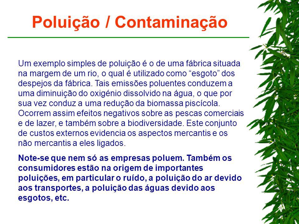 """Poluição / Contaminação Um exemplo simples de poluição é o de uma fábrica situada na margem de um rio, o qual é utilizado como """"esgoto"""" dos despejos d"""