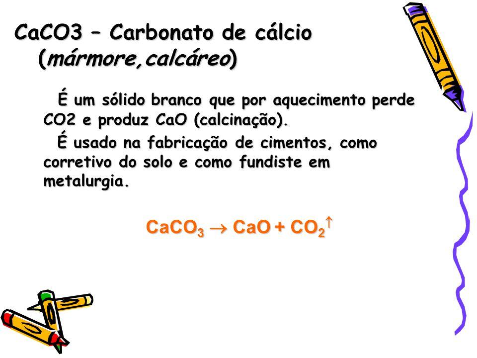 É um sólido branco que por aquecimento perde CO2 e produz CaO (calcinação).