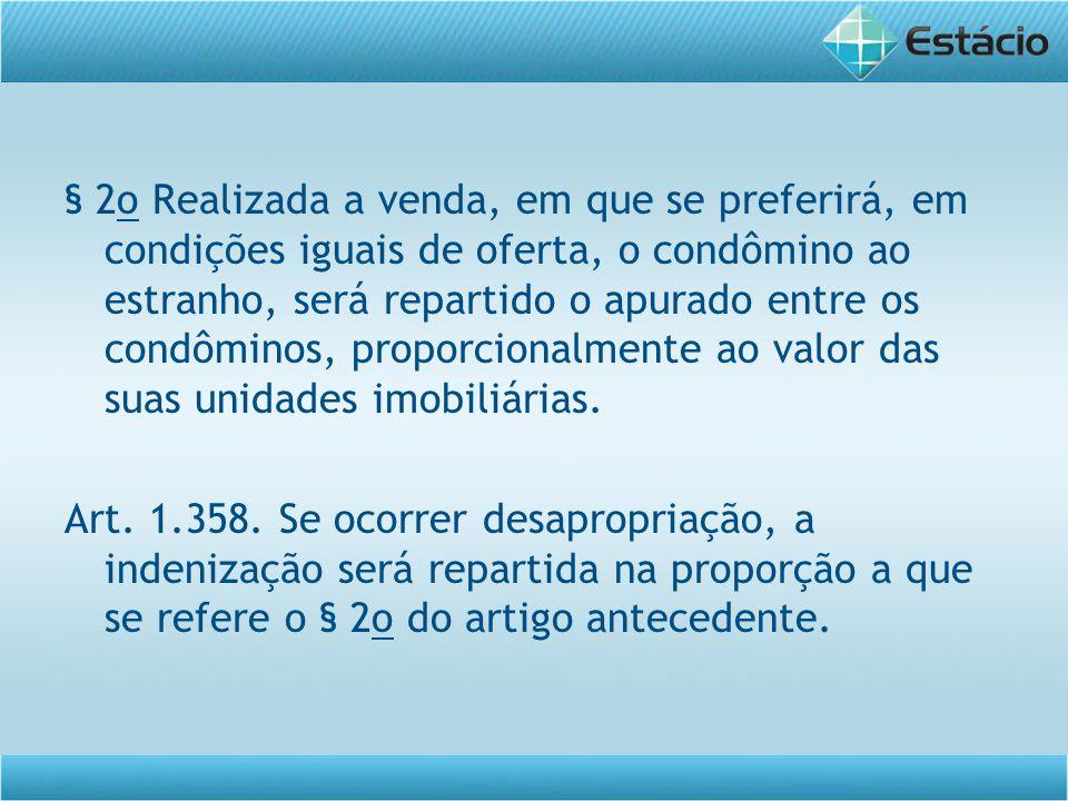 § 2o Realizada a venda, em que se preferirá, em condições iguais de oferta, o condômino ao estranho, será repartido o apurado entre os condôminos, pro