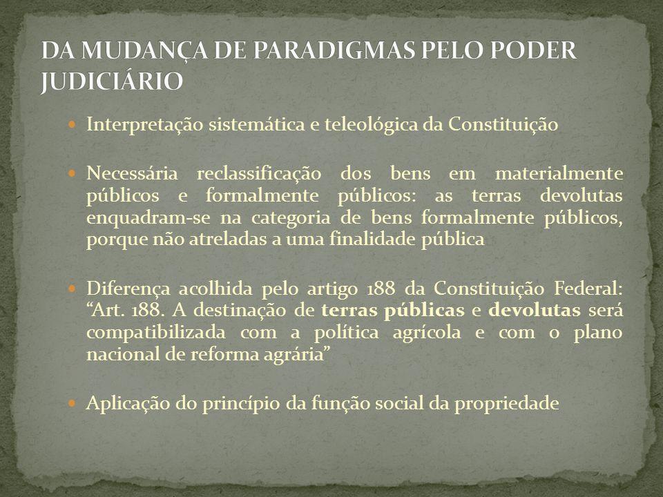 Interpretação sistemática e teleológica da Constituição Necessária reclassificação dos bens em materialmente públicos e formalmente públicos: as terra
