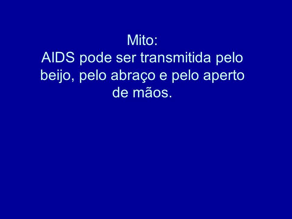 Mito: AIDS pode ser transmitida pelo beijo, pelo abraço e pelo aperto de mãos.