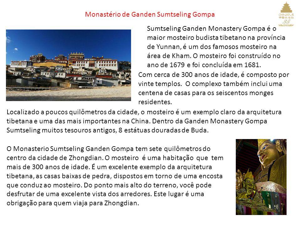 Monastério de Ganden Sumtseling Gompa Sumtseling Ganden Monastery Gompa é o maior mosteiro budista tibetano na província de Yunnan, é um dos famosos mosteiro na área de Kham.