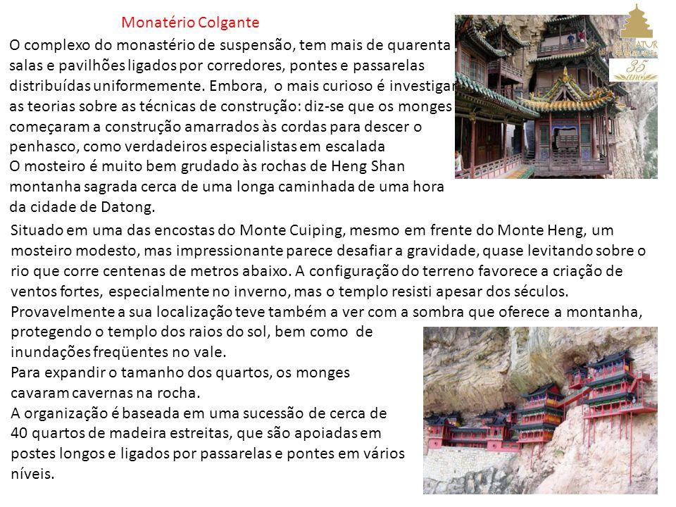 Monatério Colgante O complexo do monastério de suspensão, tem mais de quarenta salas e pavilhões ligados por corredores, pontes e passarelas distribuídas uniformemente.