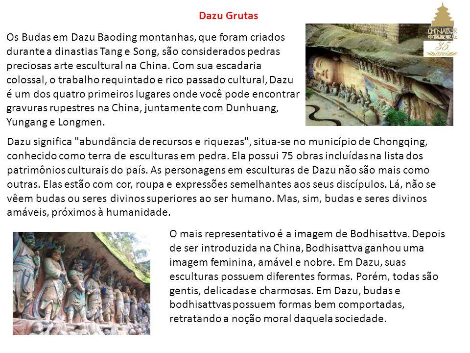 Dazu Grutas Os Budas em Dazu Baoding montanhas, que foram criados durante a dinastias Tang e Song, são considerados pedras preciosas arte escultural na China.
