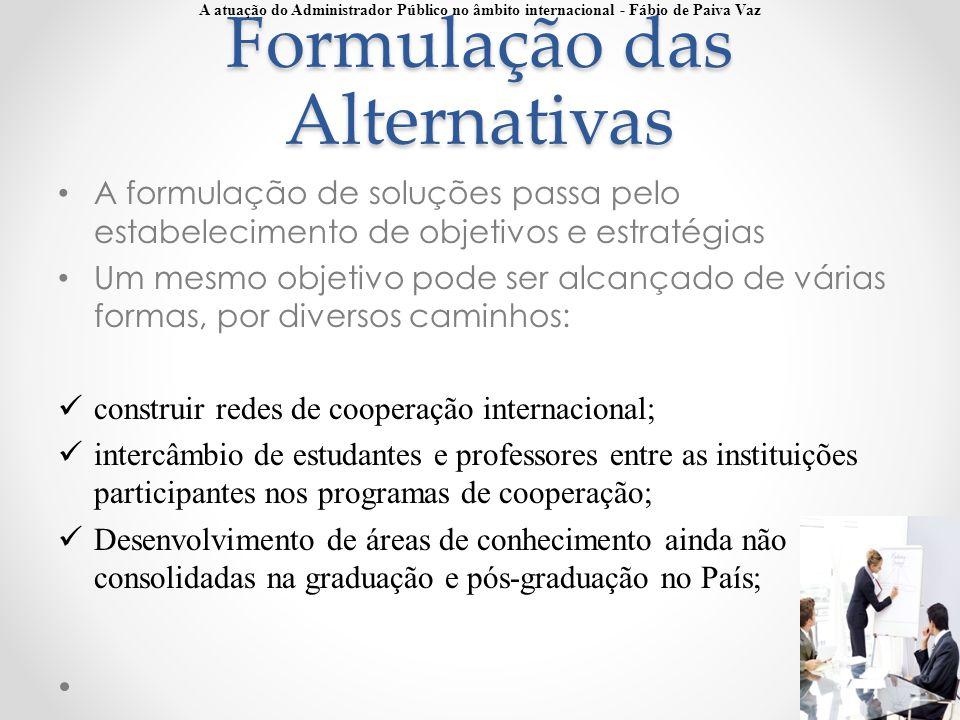 Formulação das Alternativas A formulação de soluções passa pelo estabelecimento de objetivos e estratégias Um mesmo objetivo pode ser alcançado de vár