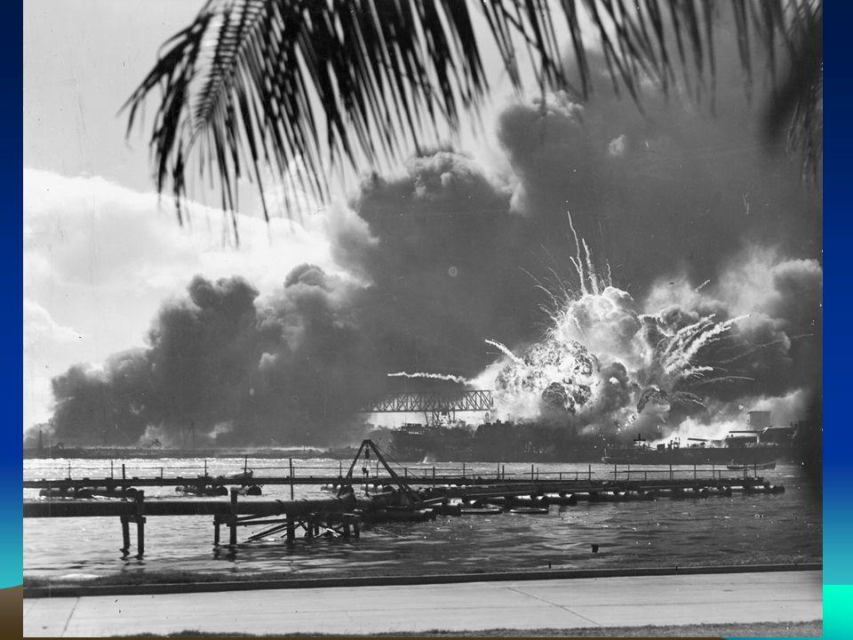 C) Frente do Pacífico 1940 – Completou-se o Eixo RoBerTo 07/12/1941 – Japão atacou E.U.A. (Pearl Harbor) 08/12/1941 - E.U.A. declararam guerra ao Eixo