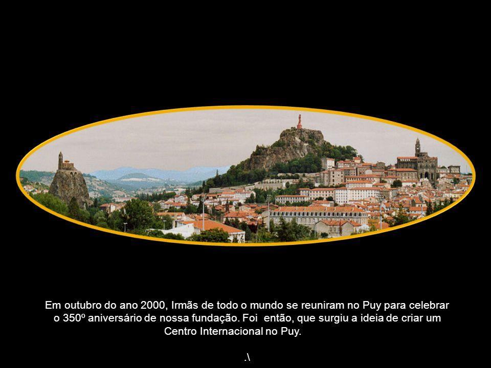 Em outubro do ano 2000, Irmãs de todo o mundo se reuniram no Puy para celebrar o 350º aniversário de nossa fundação.