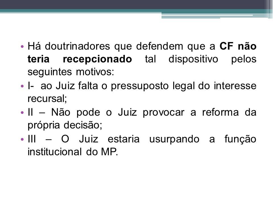 Há doutrinadores que defendem que a CF não teria recepcionado tal dispositivo pelos seguintes motivos: I- ao Juiz falta o pressuposto legal do interes