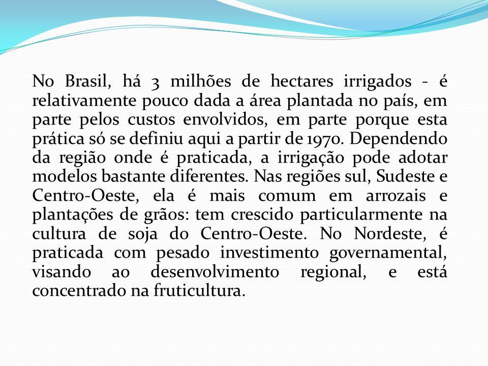 No Brasil, há 3 milhões de hectares irrigados - é relativamente pouco dada a área plantada no país, em parte pelos custos envolvidos, em parte porque