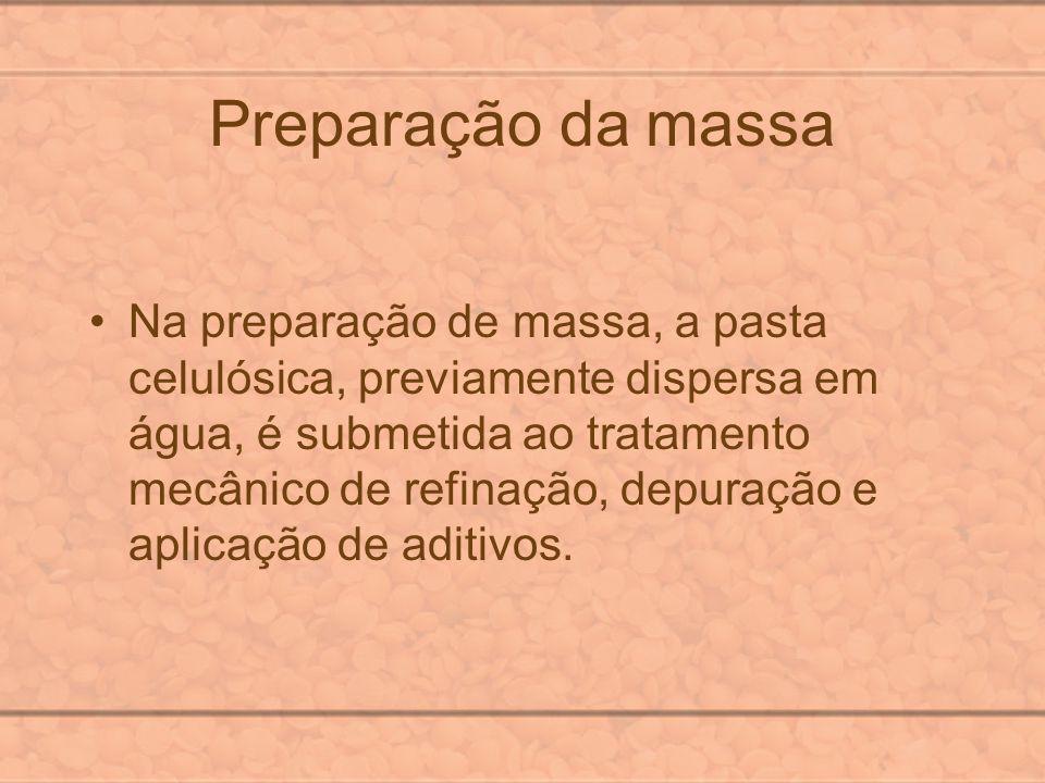Preparação da massa Na preparação de massa, a pasta celulósica, previamente dispersa em água, é submetida ao tratamento mecânico de refinação, depuraç