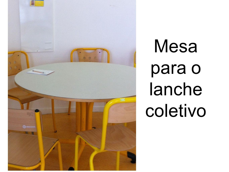 Mesa para o lanche coletivo
