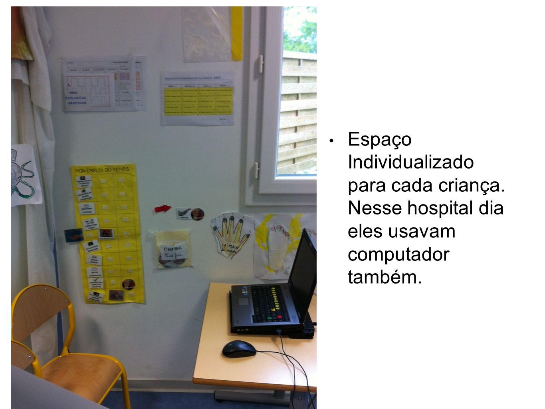 Espaço Individualizado para cada criança. Nesse hospital dia eles usavam computador também.