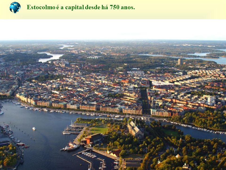 À primeira vista a cidade parece flutuar, construida sobre 14 ilhas e só 1/3 na parte continental.