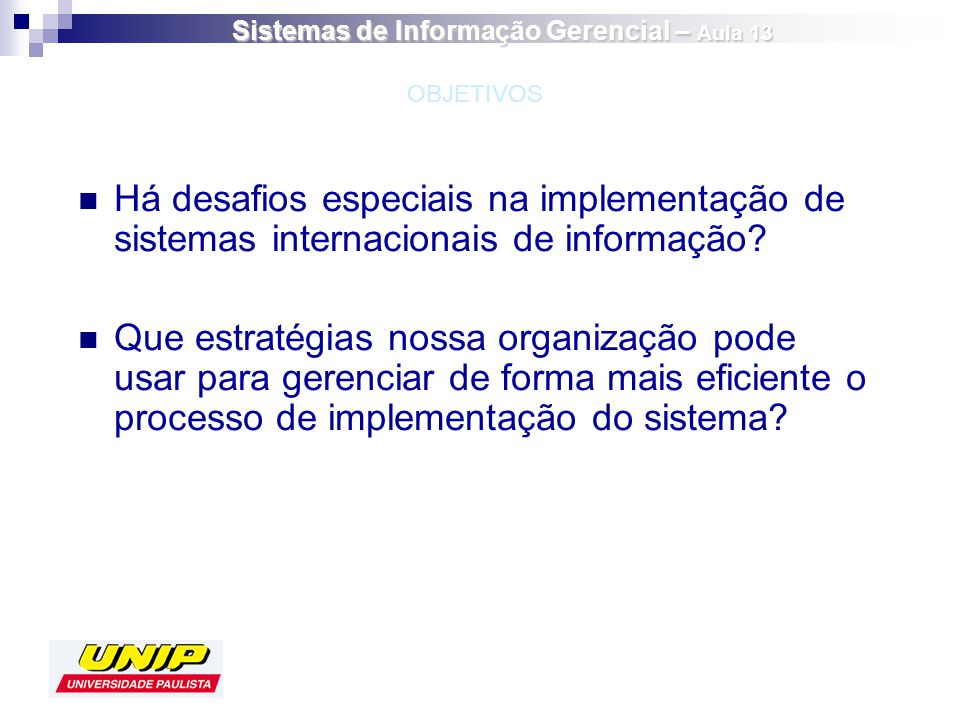 Há desafios especiais na implementação de sistemas internacionais de informação? Que estratégias nossa organização pode usar para gerenciar de forma m