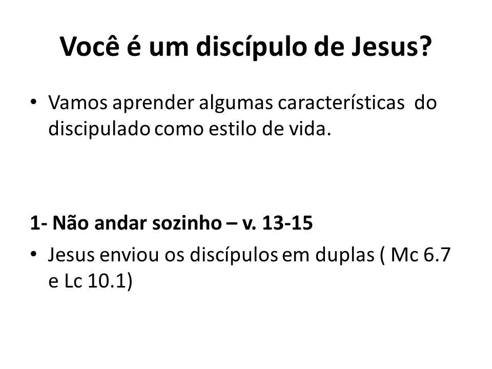 Você é um discípulo de Jesus? Vamos aprender algumas características do discipulado como estilo de vida. 1- Não andar sozinho – v. 13-15 Jesus enviou