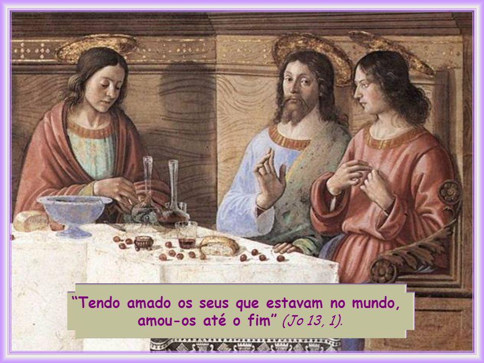 Nas últimas horas de sua convivência com eles, Jesus manifesta de maneira suprema e mais evidente o amor que, desde sempre, nutriu por eles.