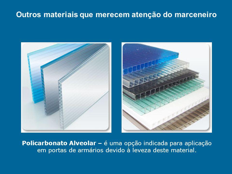 Policarbonato Alveolar – é uma opção indicada para aplicação em portas de armários devido à leveza deste material. Outros materiais que merecem atençã