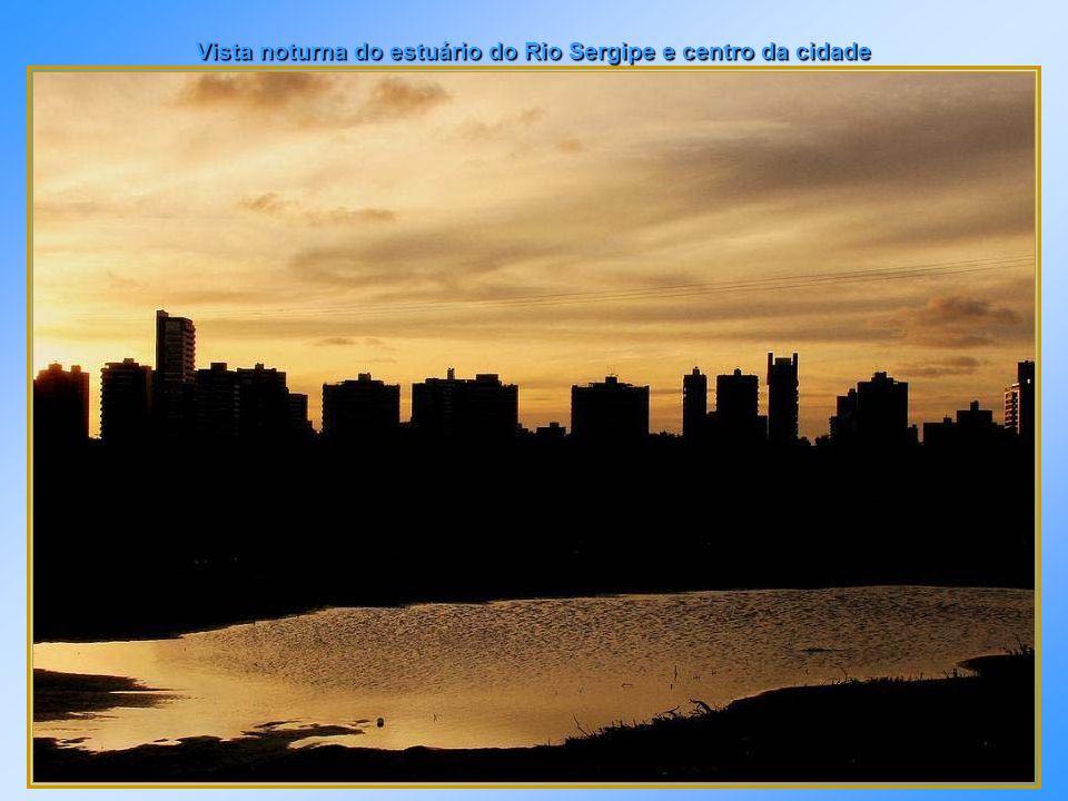 Vista noturna do estuário do Rio Sergipe