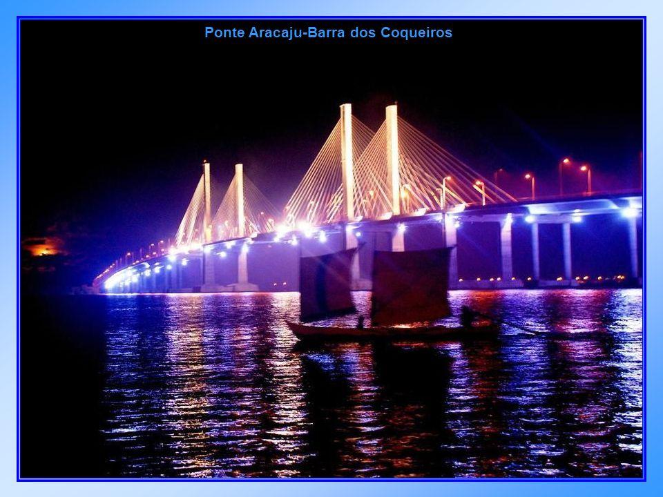 Ponte Construtor João Alves, que liga Aracaju à Barra dos Coqueiros.
