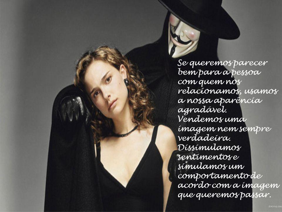 Assim, considerando que o inter-relacionamento pessoal é uma arte de dissimular sentimentos, afivelamos a máscara correspondente a cada momento e vari