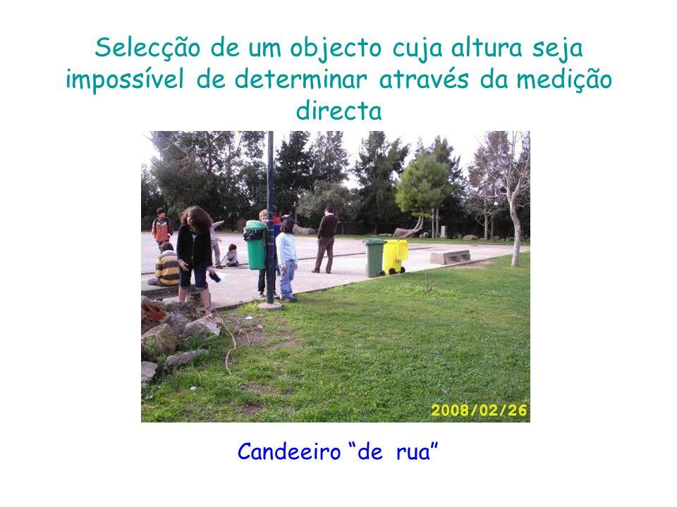 Aplicação da semelhança de figuras na determinação da altura do objecto seleccionado 1.Medimos a altura de uma das colegas do grupo (Cristiana); 2.A seguir, medimos a sombra do candeeiro que escolhemos; 3.Medimos a sombra da mesma colega a quem medimos a altura (Cristiana) 4.Então, para sabermos a altura aproximada do candeeiro fazemos estes cálculos: 5.Altura da sombra da Cristiana Altura da Cristiana __________________________ = _________________ Altura da sombra do poste x = 2.42 1.42 ________ = ______ X = 1.42 x 9.28 25.56 9.28 X _________ = ________ = 10.561983 2.42 2.42 Altura do candeeiro é de, aproximadamente, 10.56 m