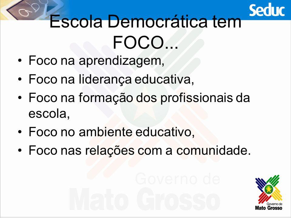 Escola Democrática tem FOCO... Foco na aprendizagem, Foco na liderança educativa, Foco na formação dos profissionais da escola, Foco no ambiente educa