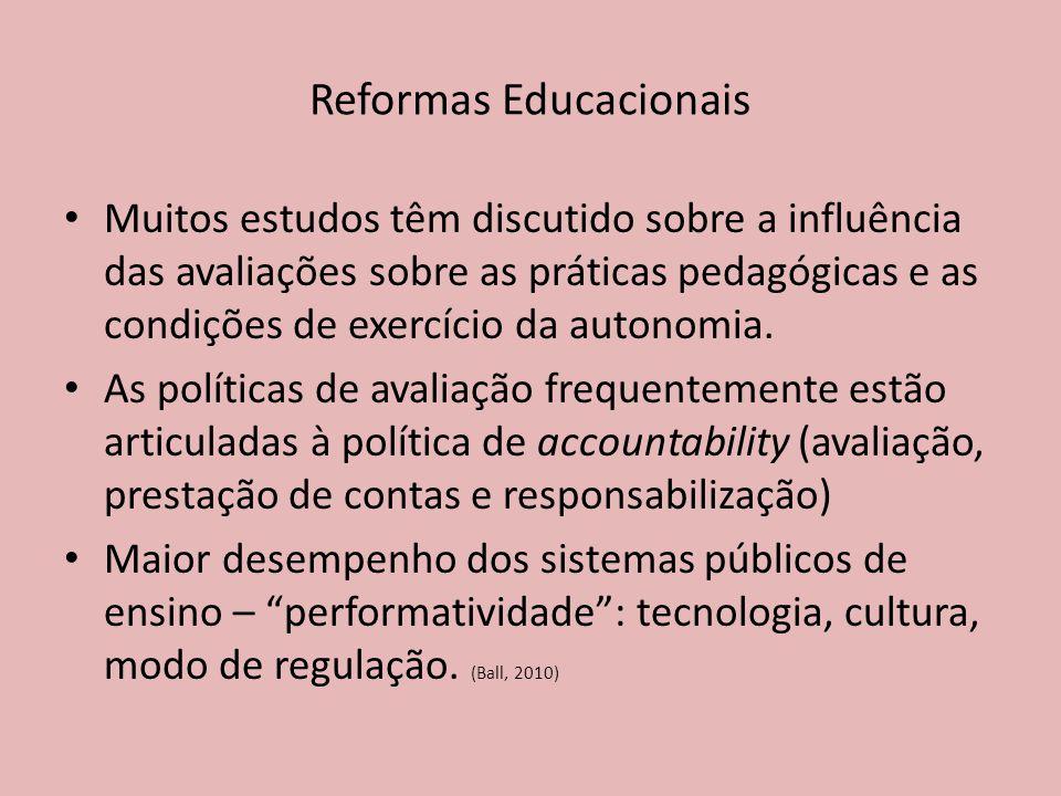 Muitos estudos têm discutido sobre a influência das avaliações sobre as práticas pedagógicas e as condições de exercício da autonomia.