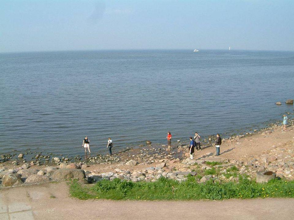 Dos jardins pode-se ver o Mar Báltico