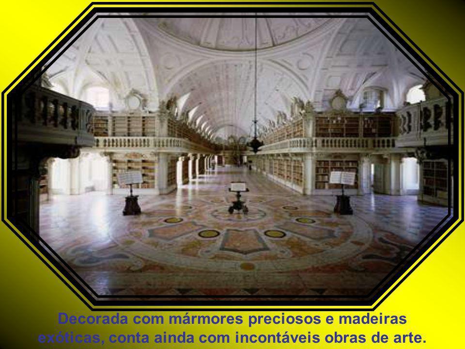 O Palácio-Convento possui uma das mais belas e importantes bibliotecas de Portugal e da Europa.