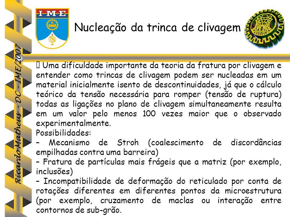 Ricardo Matheus - DC - IME/2007 Nucleação da trinca de clivagem  Uma dificuldade importante da teoria da fratura por clivagem e entender como trincas