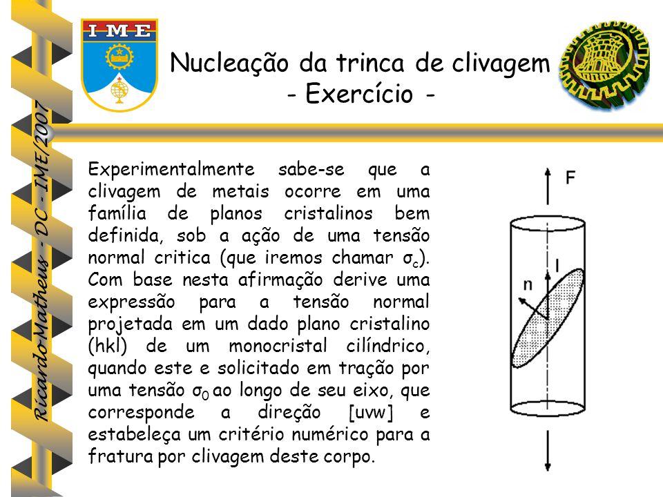 Ricardo Matheus - DC - IME/2007 Nucleação da trinca de clivagem - Exercício - Experimentalmente sabe-se que a clivagem de metais ocorre em uma família