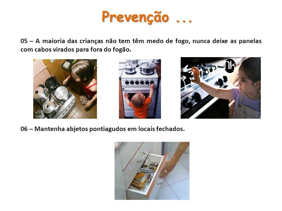 05 – A maioria das crianças não tem têm medo de fogo, nunca deixe as panelas com cabos virados para fora do fogão. 06 – Mantenha abjetos pontiagudos e