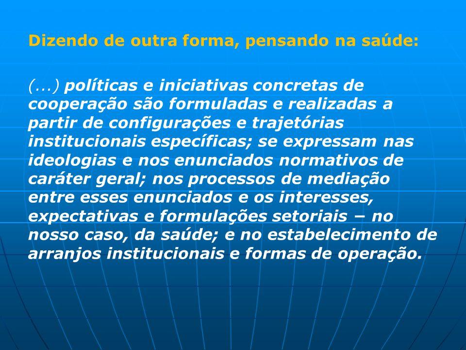 Dizendo de outra forma, pensando na saúde: (...) políticas e iniciativas concretas de cooperação são formuladas e realizadas a partir de configurações