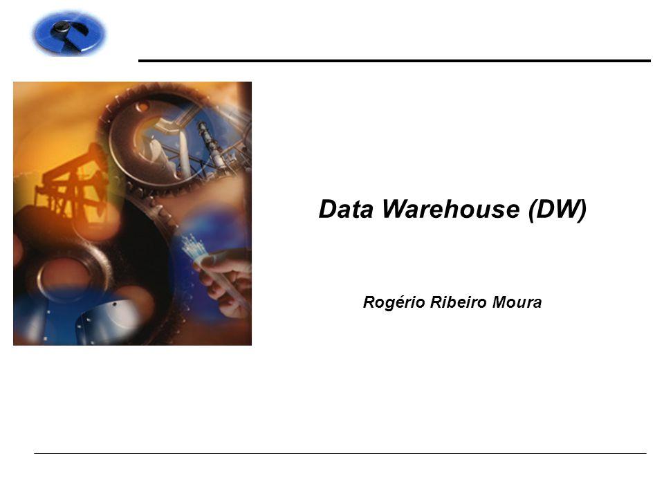Sistemas Transacionais x Analíticos OLTP (ERP) OnLine Transaction Processing OLAP (DW) OnLine Analytical Processing :  Foco: transacional  Dados detalhados  Dados correntes  Dados dinâmicos  Altamente normalizado para performance  Atualização/Inserção/Deleção  1 mês a 1 ano de dados  Foco: análise  Dados sumarizados  Dados históricos  Dados fixos a nível temporal  Estruturado para pesquisa e análise  Orientado para consulta  2 a 7 anos de dados