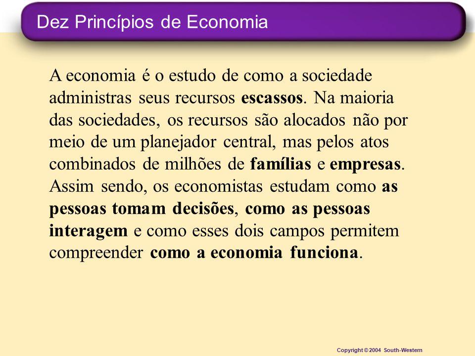 Copyright © 2004 South-Western A economia é o estudo de como a sociedade administras seus recursos escassos. Na maioria das sociedades, os recursos sã