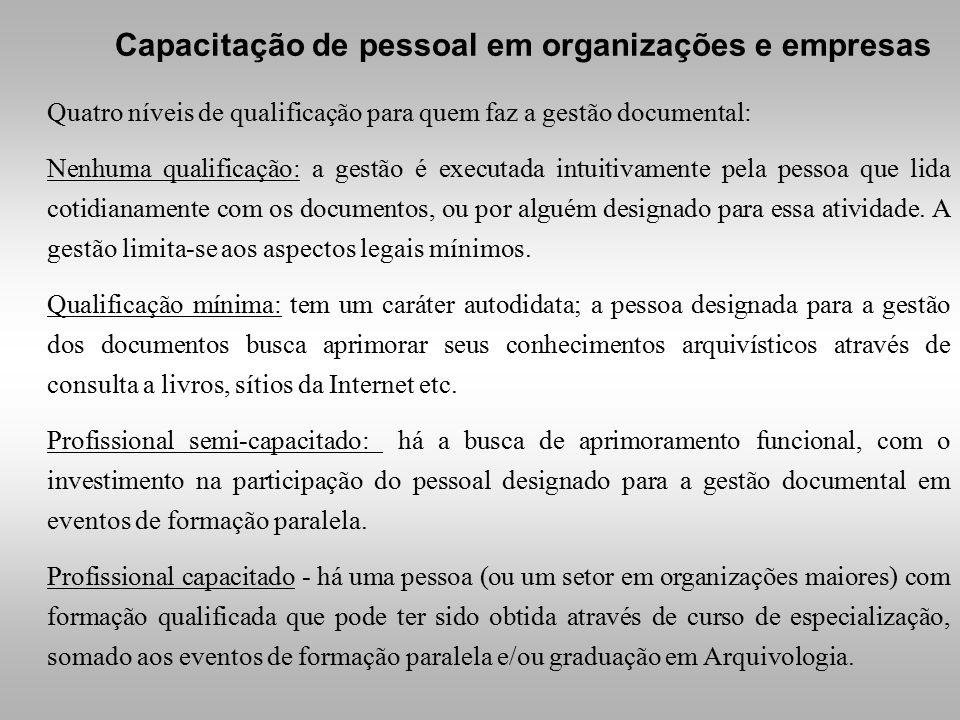 Quatro níveis de qualificação para quem faz a gestão documental: Nenhuma qualificação: a gestão é executada intuitivamente pela pessoa que lida cotidianamente com os documentos, ou por alguém designado para essa atividade.