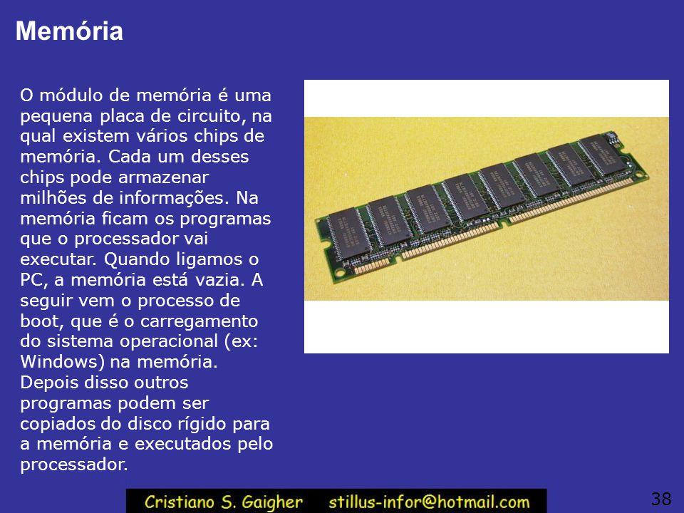Memória O módulo de memória é uma pequena placa de circuito, na qual existem vários chips de memória. Cada um desses chips pode armazenar milhões de i